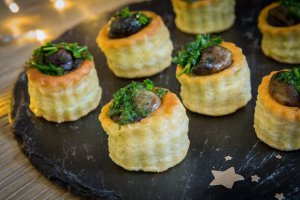Mini vol-au-vent d'escargots à la bourguignonne